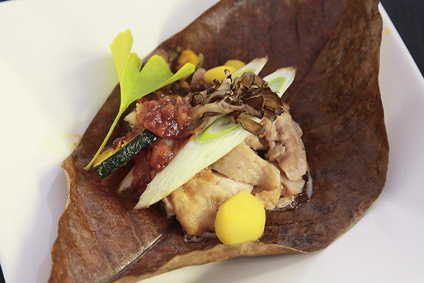 比内地鶏の朴葉焼き田舎味噌仕立て(要予約)