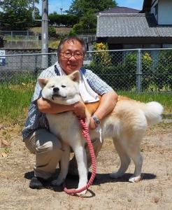 道の駅「オガーレ」前駅長と秋田犬「つばき」